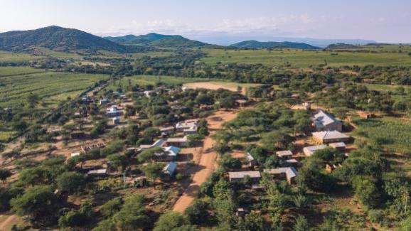 Vista aérea de la aldea de Endallah en Tanzania. La agencia solo trabaja con comunidades cuyos habitantes se ofrecen como voluntarios para recibir visitantes extranjeros.