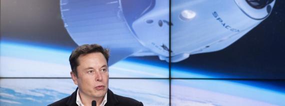 Le PDG de SpaceX, Elon Musk, s\'exprime lors d\'une conférence de presse au Centre spatial Kennedy en Floride (Etats-Unis), le 2 mars 2019.