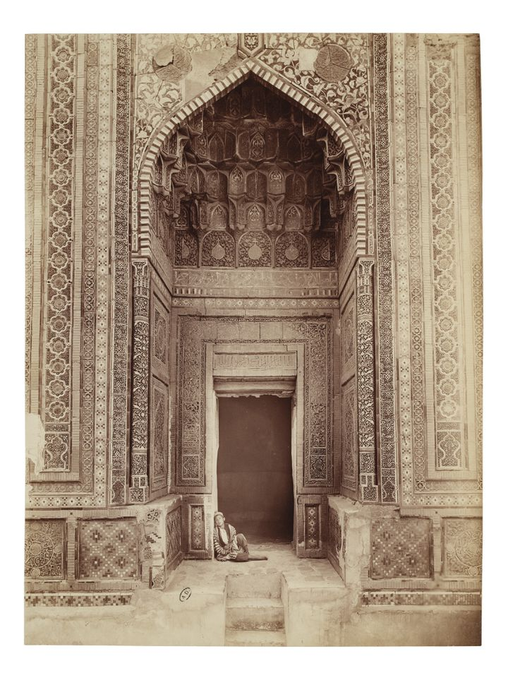 """Paul Nadar, """"Entrée du mausolée de Shadi Mulk-Aka dans la nécropole Chakhi Zinda, Samarkand"""", 1890, tirage d'album (MAD PARIS / CHRISTOPHE DELLIERE)"""