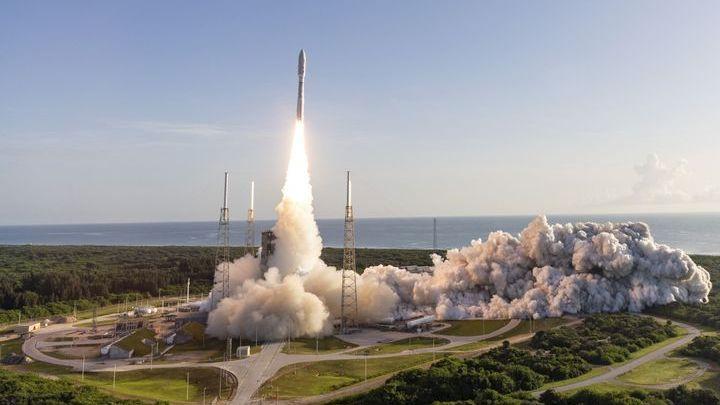 Une fusée décolle de la base de Cap Canaveral (Floride, Etats-Unis) avec le robot Perseverance de la Nasa à son bord, le 30 juillet 2020. (JEFF SPOTTS / UNITED LAUNCH ALLIANCE / NASA)
