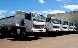 Cinco dos oito caminhões já estão na garagem municipal