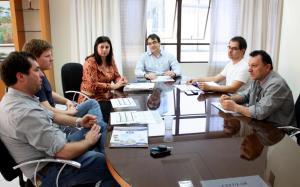Equipe do HR foi recebida no gabinete da Prefeitura nesta semana; na foto, Eduardo, Anderson, Rose Guarda, Cantelmo Neto, Fernando e Adair