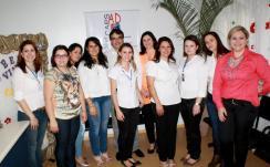 Neto, Rose e a diretora de Saúde Dalva Zago com parte da equipe que irá atuar no Caps AD