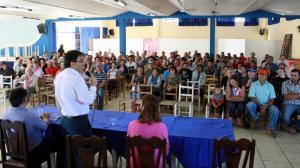 Scirea, neto e Daniela durante a reunião de sensibilização dos agricultores interessados em participar do programa