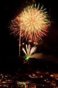 Apresentação com fogos voltará a acontecer na virada deste ano, às 23h59, no Morro do Calvário Fotos: Adriano Oening/Divulgação