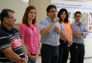 Prefeito Cantelmo Neto anunciou a obra durante evento da Secretaria de Educação, nesta segunda-feira. Na foto, com Viro de Graauw, Daniela Celuppi, Rose Guarda e Paulo Grohs
