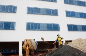 Trabalhadores estão finalizando a primeira etapa das obras na escola