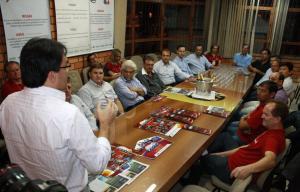 Prefeito Cantelmo Neto fala durante a recepção ao grupo de empresários e autoridades