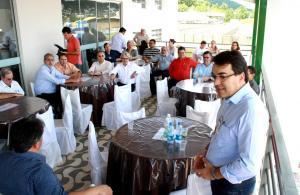 Prefeito Cantelmo Neto durante a recepção da comitiva, que reuniu técnicos de todo o Brasil em dois dias de seminário