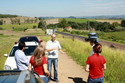 O engenheiro Roberto Machado, do DER, explica que aparentemente o local possui boas condições de segurança para abrigar uma interseção de entrada e saída da rodovia