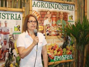 Neili Galvan, da Coavo, em evento no pavilhão da agroindústria, durante a Expobel