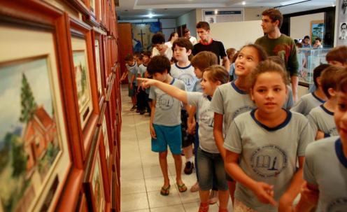 No primeiro dia de visitas ao Memorial, alunos de sete escolas visitaram o espaço, que preserva documentos, fotos, quadros e manuscritos históricos