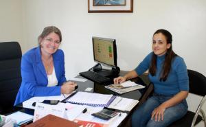 Secretária Ana Lucia Manfrói e Catiane Resinato, coordenadora do CadÚnico: redução no número de beneficiários é reflexo positivo