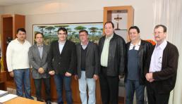 Lideranças da Água Branca e São Cristóvão com o deputado Assis do Couto e prefeito Cantelmo Neto
