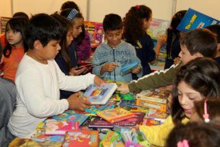 Evento também tem a feira de livros