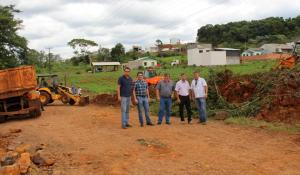 Irineu Flach, Prefeito Cantelmo Neto, vice Eduardo Scirea, José Carlos Vieira e Abel Vitto nas obras da avenida Água Branca