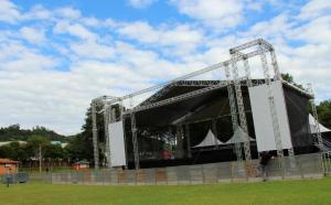 Mais um palco foi montado no kartódromo do parque de exposições para receber os shows