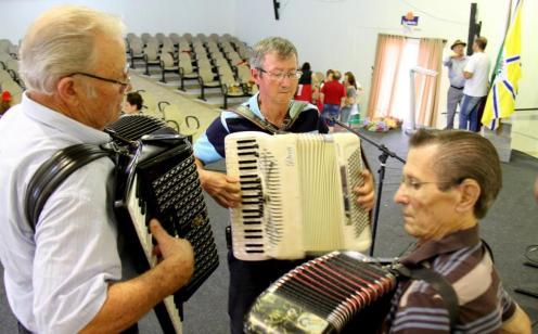 Adair Salmória, Geci Vargas e Leoni Galvan se reencontraram no evento com suas sanfonas