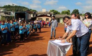 Prefeito Cantelmo neto assinou ordens de serviço para construção de escola e unidade de saúde para os bairros Miniguaçu e Jardim Seminário