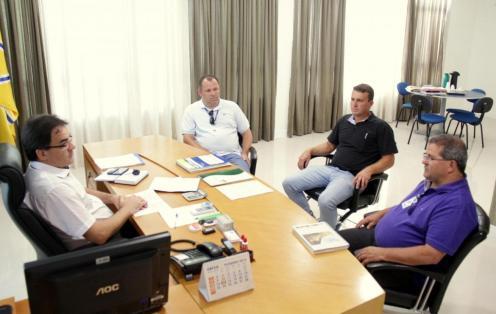 Durante encontro com o prefeito Cantelmo Neto, Celço Arisi, Renato Mayer Bueno e Lindomar Votteri informaram que obras da Sanepar no município estão tendo bom andamento