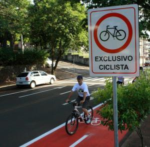 Estacionamento de veículos em qualquer horário será proibido em todo o trecho da ciclofaixa; medida cumpre termo do Ministério Público, sob pena de multa diária de R$ 10 mil em caso de descumprimento