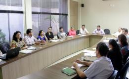 Na Amsop, prefeito Cantelmo Neto e a secretária Rose Mari Guarda apresentaram a proposta de gestão da Upa 24 Horas aos sete municípios que serão atendidos pela unidade