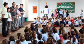 Prefeito Cantelmo Neto conversa com crianças da escola Maria Helena Vandresen