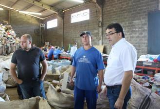 Na associação dos catadores, Neto conheceu o sistema de separação dos materiais recolhidos através da Coleta Seletiva