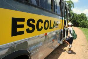 Mais de 2,3 mil alunos são atendidos pelo transporte escolar gratuito em Beltrão