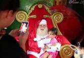 Muitas crianças têm visitado a casinha do Papai Noel no calçadão central, que atende todos os dias das 19h30 as 22h30