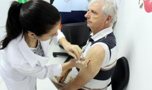 O agricultor Leonildo Beal aproveitou o primeiro dia de vacinação contra a gripe para tomar a dose da vacina, aplicada em todas unidades de saúde de Beltrão