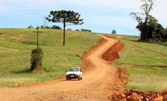 Projeto da Prefeitura e Unioeste está mapeando todas as estradas rurais de Beltrão para elaborar um mapa rodoviário e de infra-estrutura das comunidades e escriturar as vias