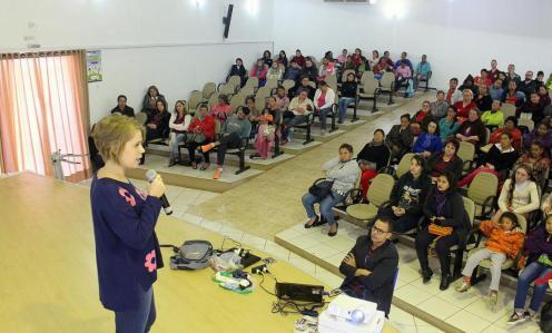 A pedagoga Ana Carla Vagliatti palestrou para educadores e pais sobre características de casos de abuso sexual