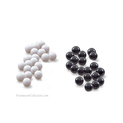 bolas blancas y negras para votar en la Logia masónica
