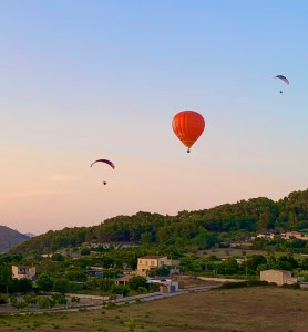 Balloons Party in the Sky Photo by Franco Esteve