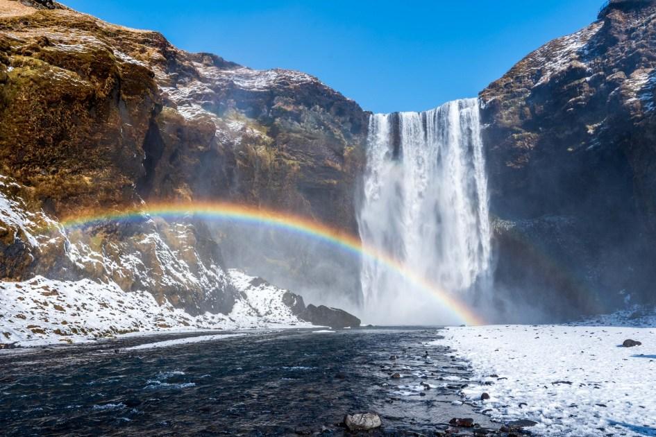 La cascade de Skogafoss et son arc-en-ciel