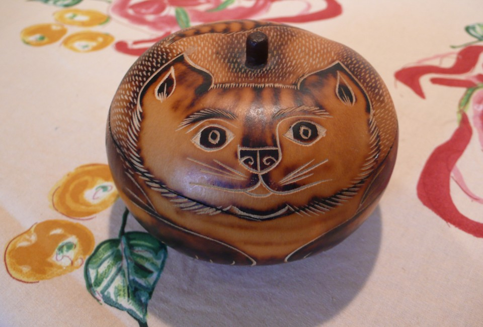 one of the many cute gifts Elizabeth gave me: gourd cat