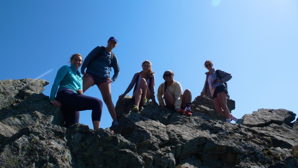 The group of students from UW enjoying their day hike on the mountain!
