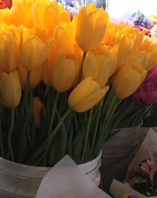 Buying flowers at Pike Place Market in Seattle! Part I