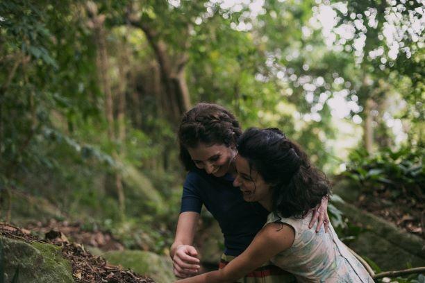 Júlia Stockler and Carol Duarte in Invisible Life
