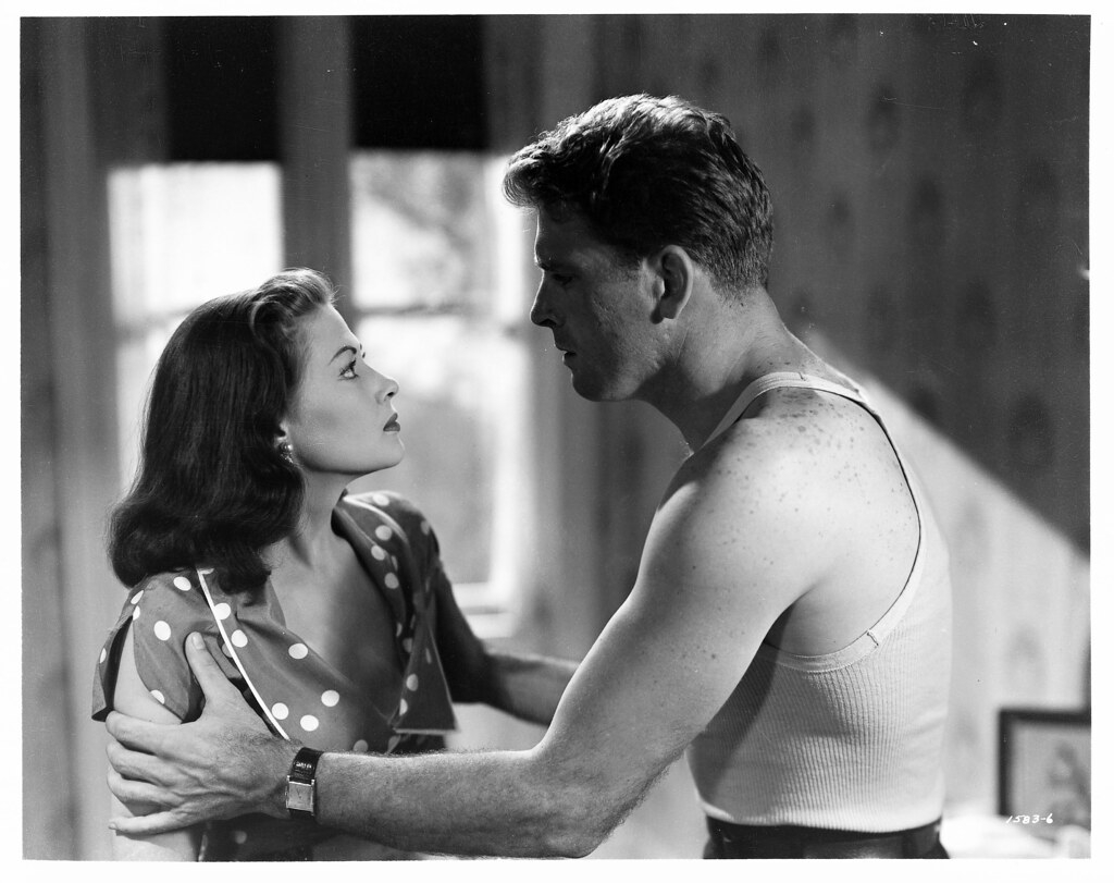 Burt Lancaster and Yvonne DeCarlo in Criss Cross