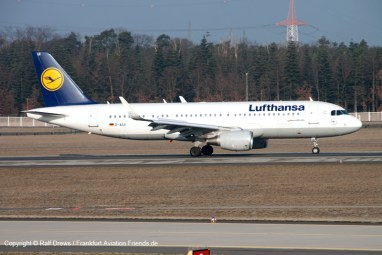 Airbus A320 of Lufthansa decelerating after landing on runway 07L. Taken from the new platform.