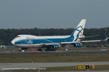 und Flugzeuge, die aus dem südlichen Frachbereich oder der Wartung kommen, lassen sich ebenfalls gut fotografieren.t