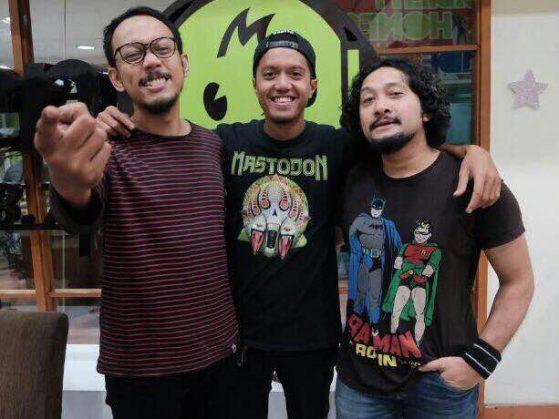 Sammy Bramantyo (tengah) sebagai Jarot