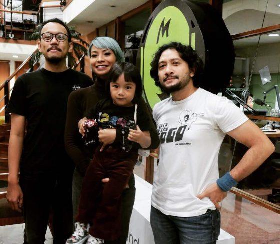 Shareefa Daanish (tengah) sebagai Josephine