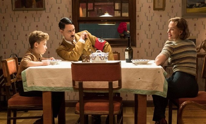 Taika Waititi, Roman Griffin Davis and Scarlett Johansen in Jojo Rabbit