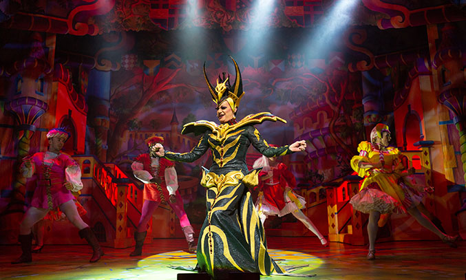 Craig Revel Horwood as the Wicked Queen in SNOW WHITE. Photo Credit