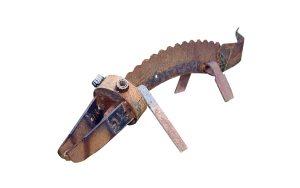metalen krokodil van oud gereedschap