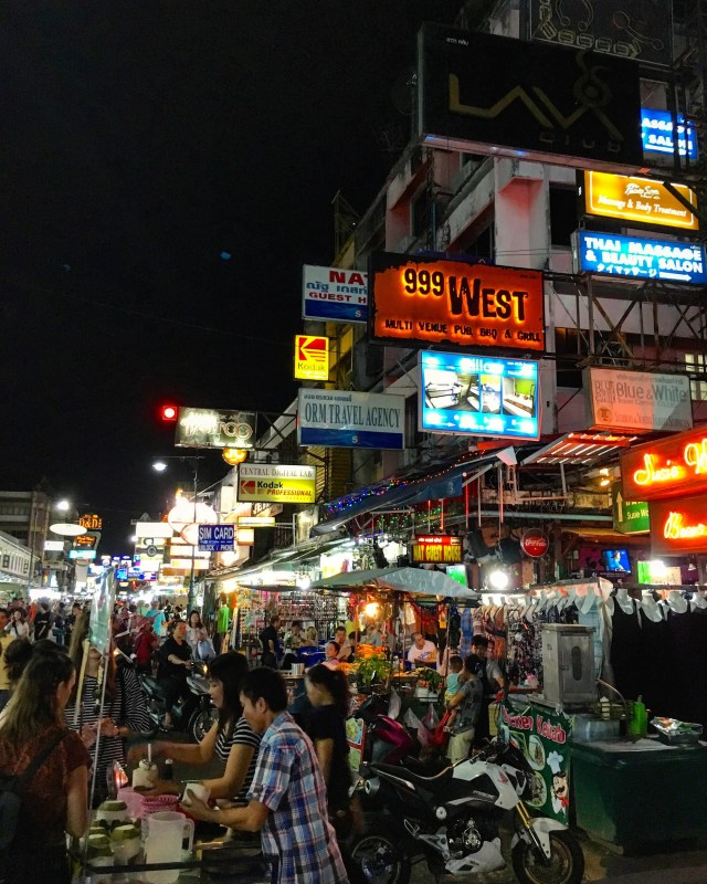 Khao San Road full of bars in Bangkok