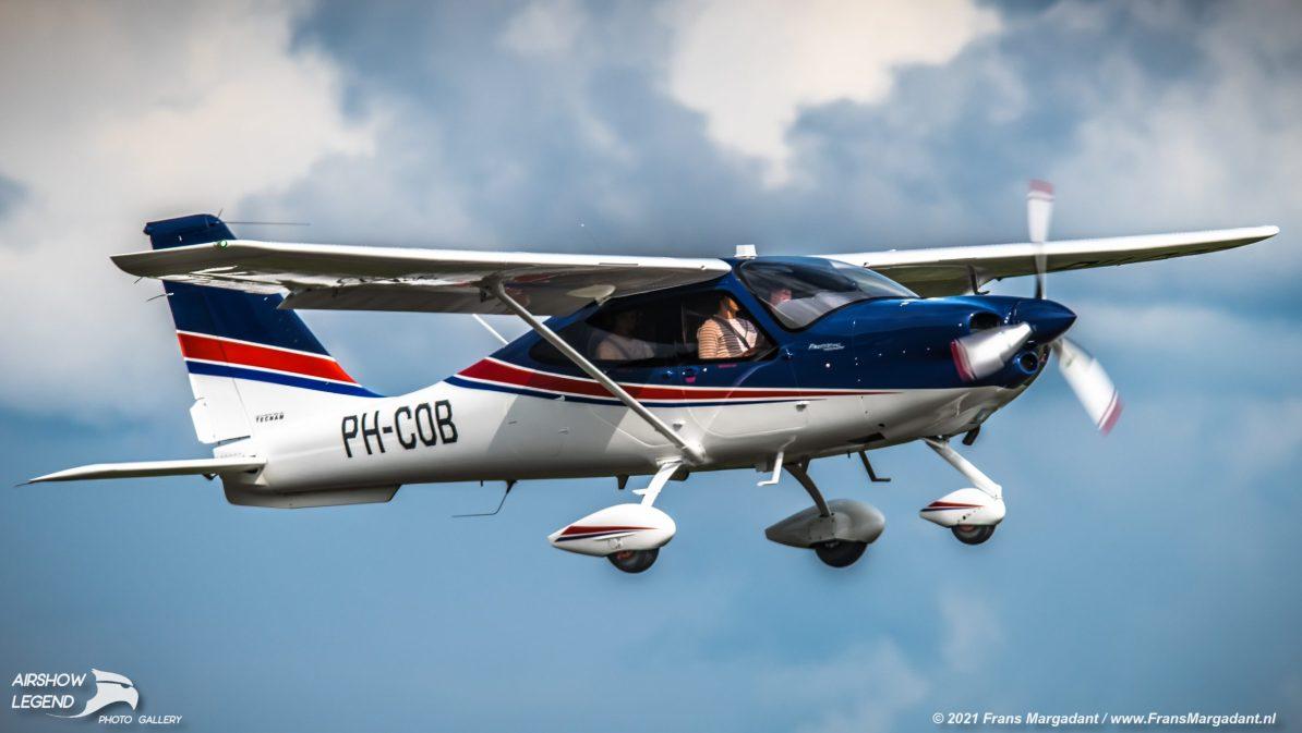 PH-COB Tecnam P2010 Airshow Legend